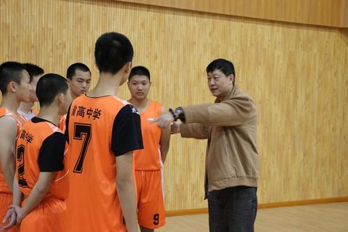 """姚明恩师""""李秋平篮球俱乐部""""落户渝高中学"""